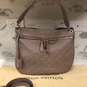 🍂Louis Vuitton Spontini in Taupe 🍂